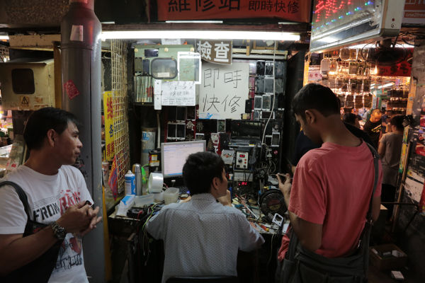 mobile phone shop in Hong Kong
